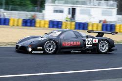 1997 #22 日产 R390 GT1: 埃里克·范德珀尔厄, 里卡多·帕特雷斯, 铃木亚久里
