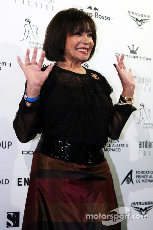 La cantante Shirley Bassey all'Amber Lounge Fashion Show