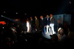 出席Amber Lounge时装秀的车手们:让-艾瑞克·维尼,红牛青年队;达尼·科维亚特,红牛青年队;马克思·齐尔顿,玛鲁西亚F1车队;丹尼尔·里卡多,红牛车队;阿德里安·苏蒂尔,索伯车队;艾斯塔班·