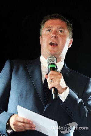 David Croft, comentarista de deportes de Sky en el Amber Lounge Fashion Show
