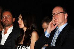 Principe Alberto di Monaco, con Tamara Ecclestone, al Salone Amber Lounge Fashion