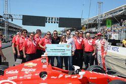 Scott Dixon, Chip Ganassi Racing Chevrolet heureux avec son équipe