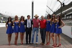 Jason Aldean con las chicas hermosas de IMS