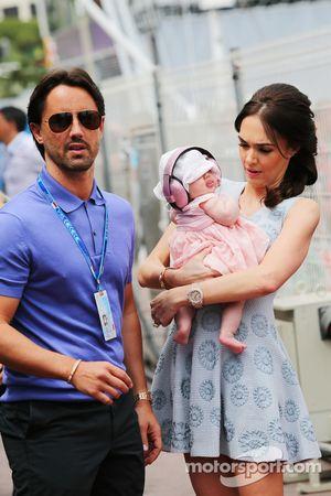 Tamara Ecclestone, com marido Jay Rutland, e filha Sophie