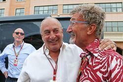 (Da sinistra a destra): Sir Philip Green, Arcadia Group CEO con Eddie Jordan, BBC Television Esperto