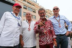(从左至右): Peter Brabeck-Letmathe, F1主席 和 Sir Philip Green, Arcadia Group CEO; 埃迪·乔丹, BBC 评论嘉宾; 和 唐纳德·麦