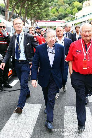 Ari Vatanen, ex campeón mundial de Rally y Jean Todt, Presidente de la FIA en la parrilla