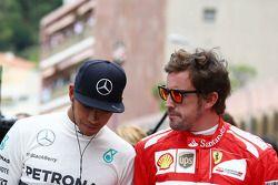 Lewis Hamilton et Fernando Alonso rendent hommage à Jack Brabham sur la grille