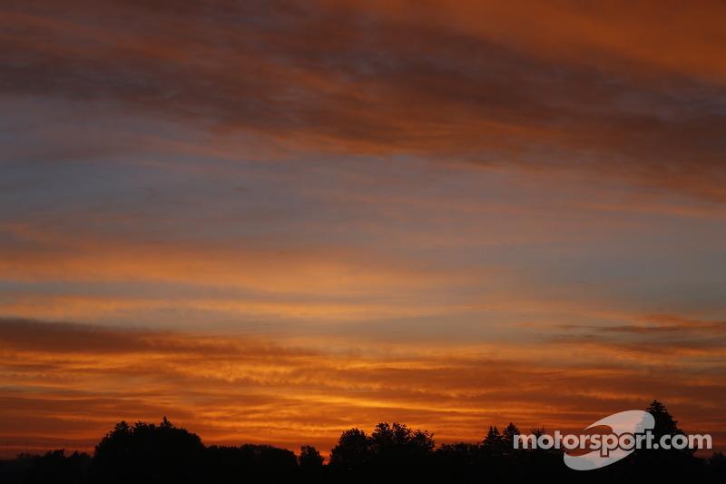 Il sole comincia a salire su IMS