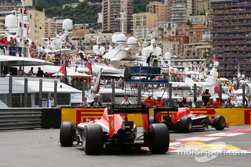 Jules Bianchi, Marussia F1 Team MR03 davanti al compagno di squadra Max Chilton, Marussia F1 Team MR
