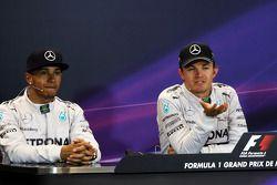 De FIA-persconferentie na afloop van de race: Lewis Hamilton, Mercedes AMG F1, tweede; Nico Rosberg,