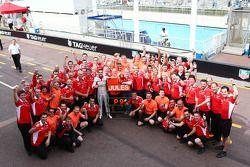 Jules Bianchi fête ses premiers points en F1 avec son équipe