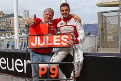 Jules Bianchi, Marussia F1 Team celebra los primeros puntos de él y del equipo en la F1 junto a Andrei Cheglakov, propietario de Marussia Team