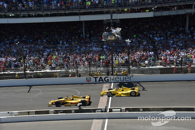 Ryan Hunter-Reay gewinnt vor Helio Castroneves