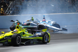 Ed Carpenter, Ed Carpenter Racing Chevrolet und James Hinchcliffe, Andretti Autosport Honda crashen