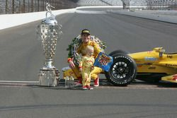 Ryan Hunter-Reay y su hijo Ryden