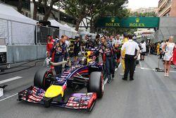 Sebastian Vettel, Red Bull Racing RB10 no grid