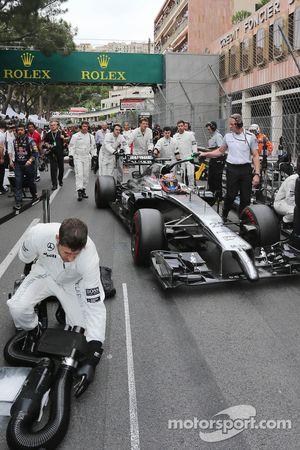 Jenson Button, McLaren MP4-29 on the grid