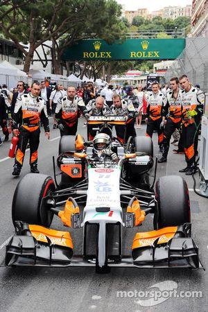 Sergio Perez, Sahara Force India F1 VJM07 no grid