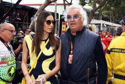 Flavio Briatore avec sa femme Elisabetta Gregoraci sur la grille