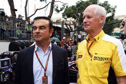(Esquerda para direita): Carlos Ghosn, presidente da Renault no grid com Jean-Michel Jalinier, presidente esportivo da Renault F1