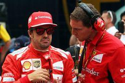 (L to R): Fernando Alonso, Ferrari on the grid