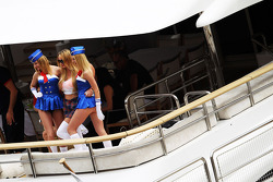 Mulher em um bote
