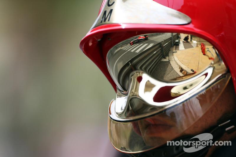 Jules Bianchi, Marussia F1 Takımı MR03, itfaiyeci kaskında vizörden yansıyan görüntü