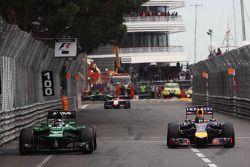 (L to R): Kamui Kobayashi, Caterham CT05 and Sebastian Vettel, Red Bull Racing RB10