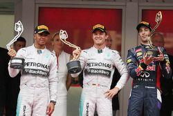 Het podium: Lewis Hamilton, Mercedes AMG F1, tweede; Nico Rosberg, Mercedes AMG F1, racewinnaar; Dan