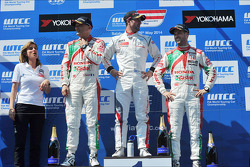 Jose Maria Lopez, Gabriele Tarquini, Honda Civic WTCC, Castrol Honda WTCC Team, and Tiago Monteiro, Honda Civic WTCC, Castrol Honda WTCC Team
