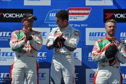 Podio: vincitore Jose Maria Lopez, secondo posto Gabriele Tarquini, Tiago Monteiro terzo posto