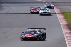 #98 ART Grand Prix McLaren MP4-12C: Gregoire Demoustier, Alexandre Prémat, Alvaro Parente : En tête
