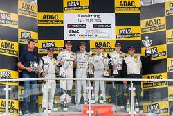 领奖台:比赛获胜者 Maximilian Götz, Maximilian Buhk, 第二名 Robert Renauer, Norbert Siedler, 第三名 Daniel Keilwitz, Oliver Gavin