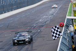 #19 PIXUM Team Schubert BMW Z4 GT3: Dominik Baumann, Claudia Hurtgen takes the win