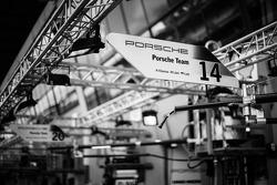 Placa do box do #14 Porsche Team Porsche 919 Hybrid