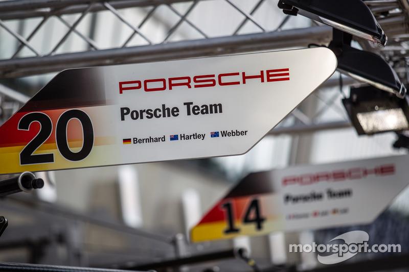 Placa do box do #20 Porsche Team Porsche 919 Hybrid