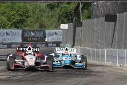 Helio Castroneves, del equipo Penske Chevrolet y James Hinchcliffe, del Andretti Autosport Honda