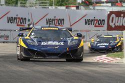 驾驶迈凯伦12C GT3的亚历克斯·菲格