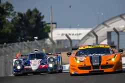 #7 Toyota Racing Toyota TS 040 - Hibrit: Alexander Wurz, Stéphane Sarrazin, Kazuki Nakajima ve #90 8