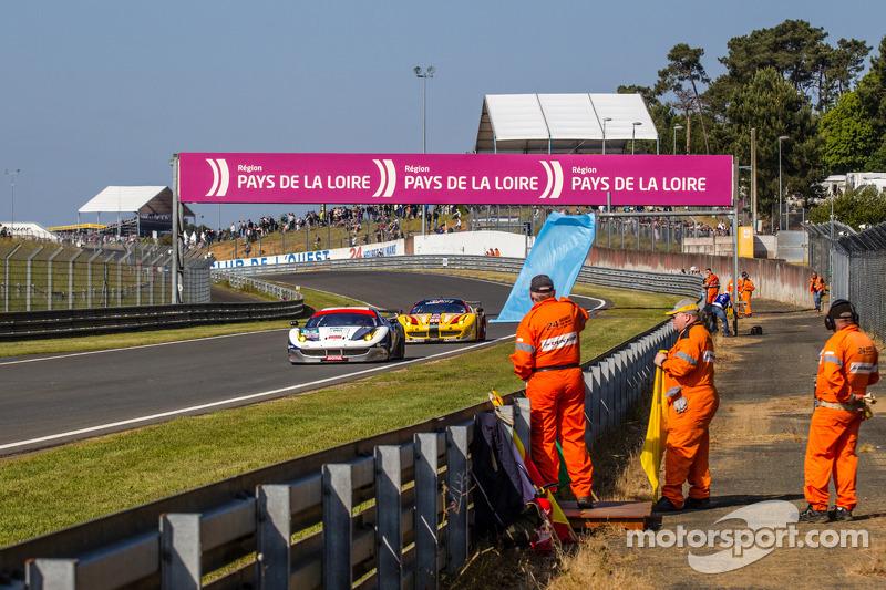 Trackside ambiance at Tertre Rouge: #52 RAM Racing Ferrari 458 Italia: Matt Griffin, Alvaro Parente,