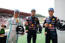 Джазман Джафар, Карлос Саинс-мл. и Пьер Гасли. Спа-Франкоршам, суббота, после гонки.