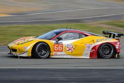 #66 JMW Motorsport 法拉利 458 Italia: 阿卜杜拉兹·阿尔费萨尔, 赛斯·奈曼, 斯潘瑟·庞佩利 发生碰撞
