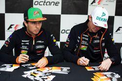 Sergio Pérez, Sahara Force India F1 y Nico Hulkenberg, Sahara Force India F1 sign autographs for the