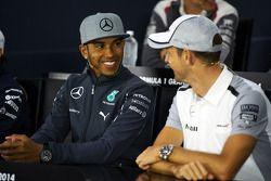 Lewis Hamilton, Mercedes AMG F1 y Jenson Button, McLaren en la conferencia de prensa