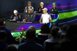 国际汽联新闻发布会:阿德里安·苏蒂尔, 索伯车队; 尼克·胡肯伯格, 印度力量车队,; 小林可梦伟, 卡特汉姆; 费利佩·马萨,威廉姆斯; 刘易斯·汉密尔顿, 梅赛德斯AMG F1车队; 简森·巴顿,