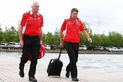John Booth, director del equipo Marussia F1 Team con Graeme Lowdon, Marussia F1 Team Director Ejecut