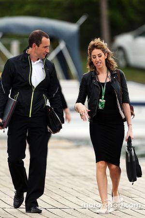 F1-Mitarbeiter kommen an die Strecke
