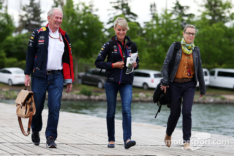 Dr Helmut Marko, Red Bull Motorsport Consultant with Britta Roeske, Red Bull Racing Press Officer and Bianca Garloff, Bild Journalist