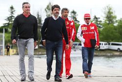 Carlos Sainz, with Luis Garcia Abad, Driver Manager, Edoardo Bendinelli, Personal Trainer, and Ferna